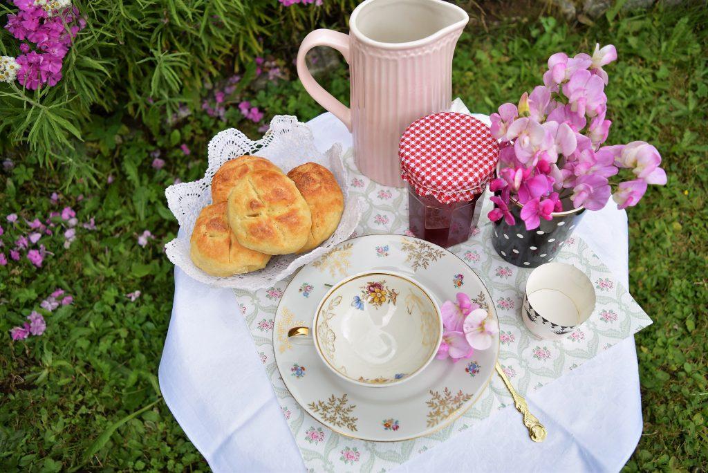Frühstück, Brötchen, Quarkbrötchen, Himbeergelee, Sommer, Blackforestkitchen