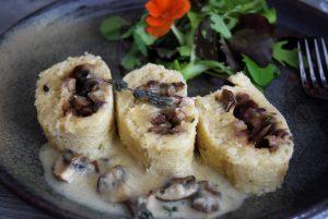 Gefüllte Kartoffelrolle mit Pilzen