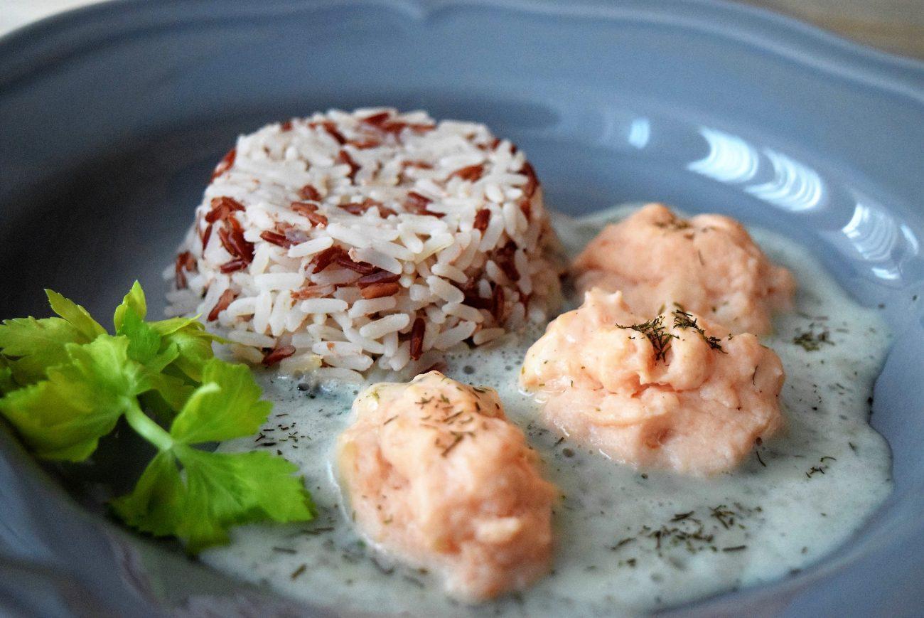 Lachsklößchen mit Reis