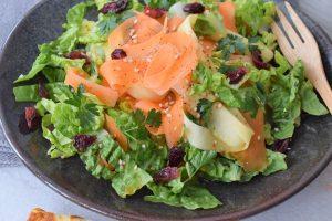 Karotten-Pastinaken-Salat mit Zitronen-Dressing