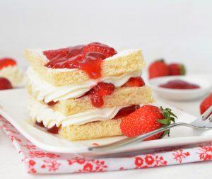 Erdbeerlasagne mit Holundercreme