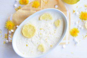 Zitronen-Sauerrahmeis mit selbstgemachtem Milchmädchen