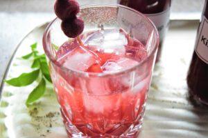 Kirsch-Gin mit selbstgemachtem Kirschsirup