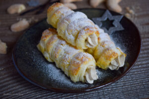Schillerlocken (Blätterteighörnchen) mit Vanillekipferl-Mousse